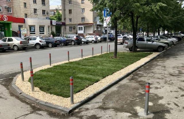 Житель Челябинска облагородил газон возле дома своими руками, сделай сам, факты
