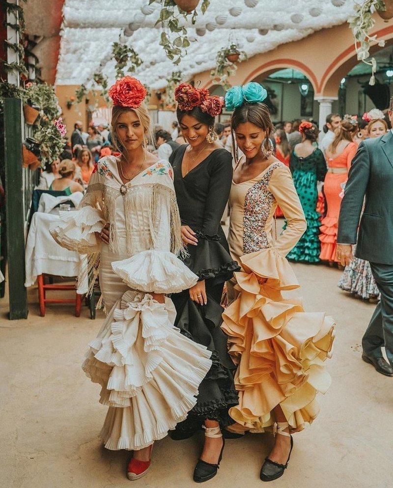 Жительница Барселоны Белен Хосталет (справа) ведет гламурную жизнь фотографа Instagram, богатство, девушка, жизнь, роскошь, соцсеть, фото
