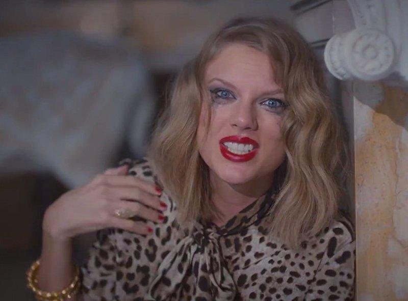 9. Тушь на ресницах в жару – не самая хорошая идея. волосы, женщины, косметика, лето, мороженое, пляж, проблемы