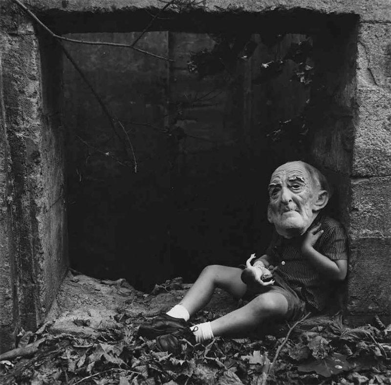 Куклы и маски: жутковатые фото из семейного альбома Ральфа Юджина Митъярда жутко, куклы, семейный альбом, странные фото, творчество, фото, фотограф, ч/б фотография