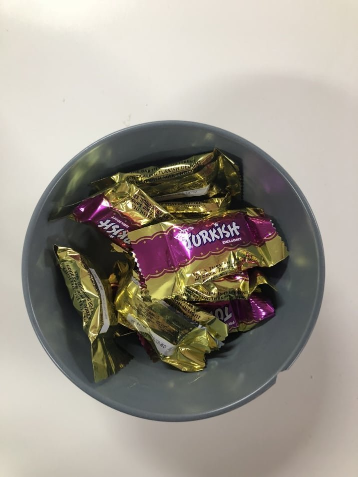 8. Отвратительно - конфеты, которые всегда остаются нетронутыми в миске со сладостями. В Австралии это турецкий лукум. австралия, блюда, в мире, вкусная еда, еда, национальные блюда мира, отвратительная еда, фото