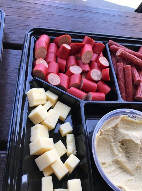 """13. Вкусно - нарезка из сыра и колбасок """"кабаносси"""" - распространенная закуска австралия, блюда, в мире, вкусная еда, еда, национальные блюда мира, отвратительная еда, фото"""