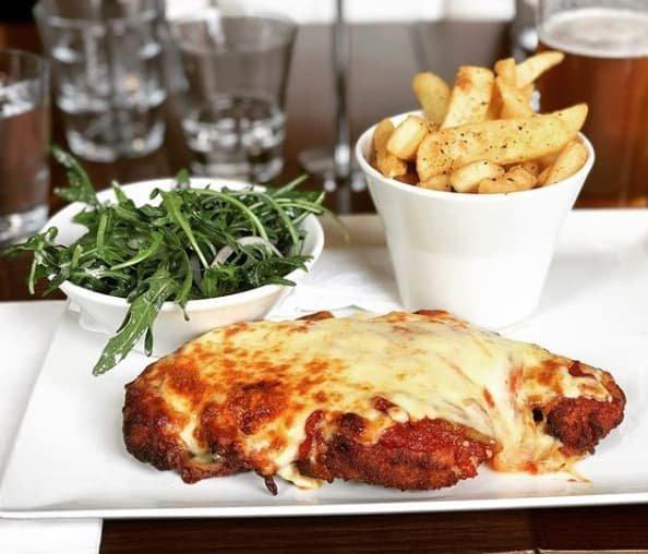 1. Вот, что вкусно - горячая курица в пармезане с картофельными дольками австралия, блюда, в мире, вкусная еда, еда, национальные блюда мира, отвратительная еда, фото