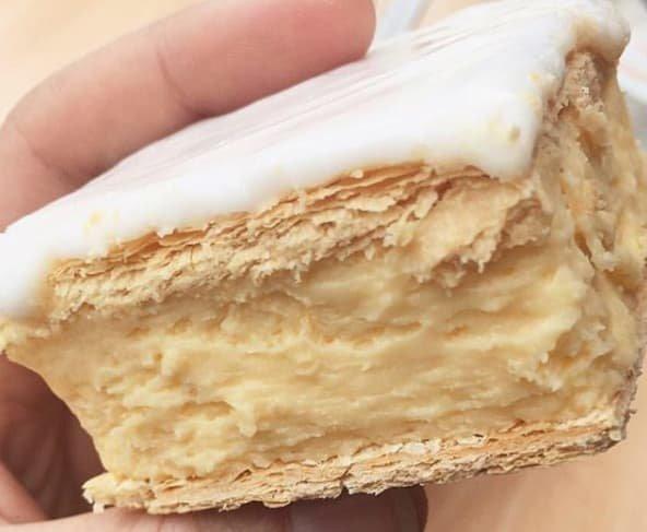 """17 - Десерт """"vanilla slice"""", состоящий из слоя ванильного заварного крема или сливок между двумя слоями теста австралия, блюда, в мире, вкусная еда, еда, национальные блюда мира, отвратительная еда, фото"""