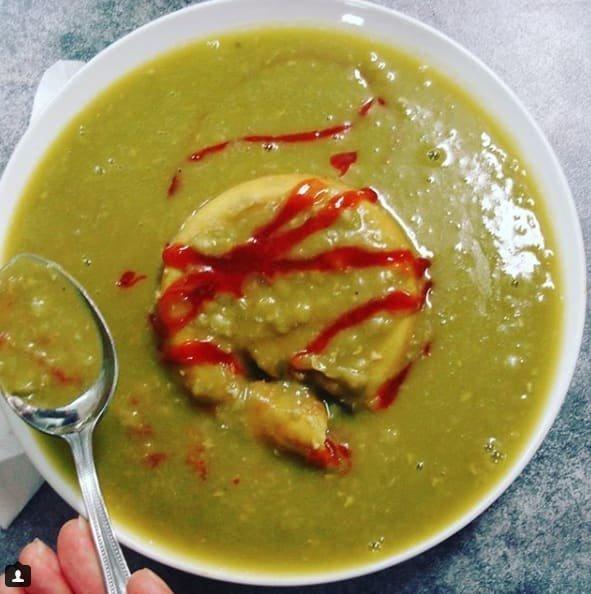 """4. Отвратительно - австралийский плавающий пирог """"Поплавок"""" или мясной пай, погруженный в гороховый суп-пюре австралия, блюда, в мире, вкусная еда, еда, национальные блюда мира, отвратительная еда, фото"""