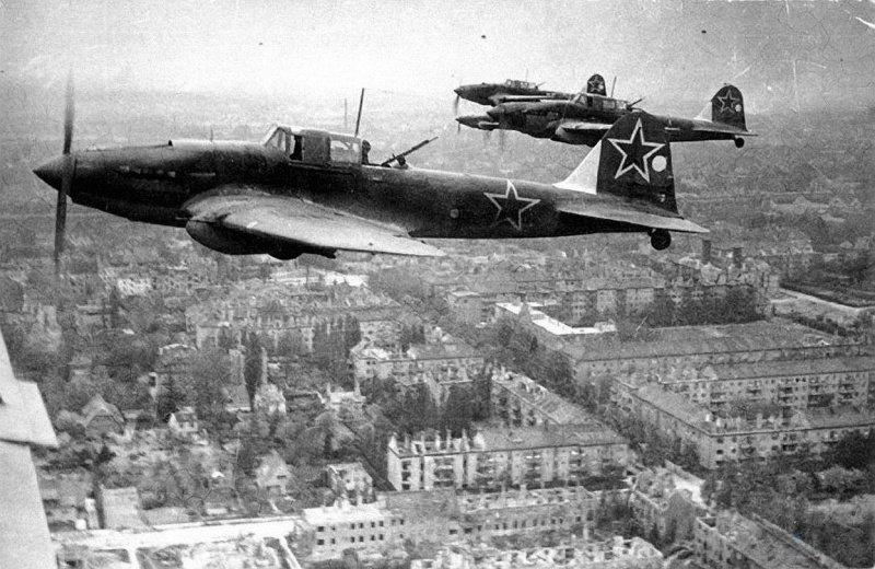 10. Звено Ил-2М над Берлином в 1945 году война, война в воздухе, война в небе, вторая мировая война, исторические фото, первая мировая война
