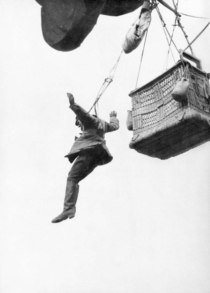 7. Немецкий наблюдатель прыгает с парашютом с воздушного шара, 1918 война, война в воздухе, война в небе, вторая мировая война, исторические фото, первая мировая война