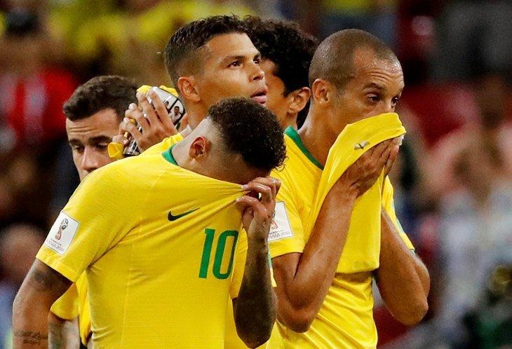 Плачут футболисты. ЧМ 2018 по футболу, бразилия, поражение
