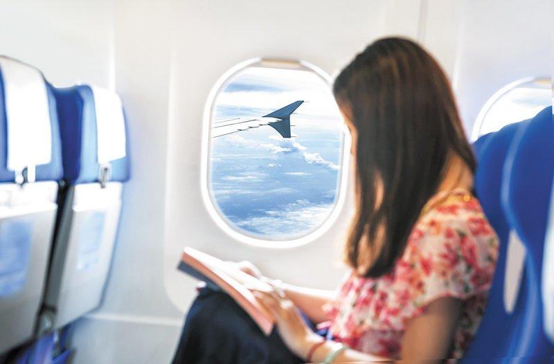 В аэропорту Мельбурна девушке сообщили, что в самолетах на 23-часовом перелёте из Австралии в Европу остались места только посередине трехкресельного ряда. авиа пассажиры, гаджеты, истории, полет, путешествия, рейс, самолет, эксперимент