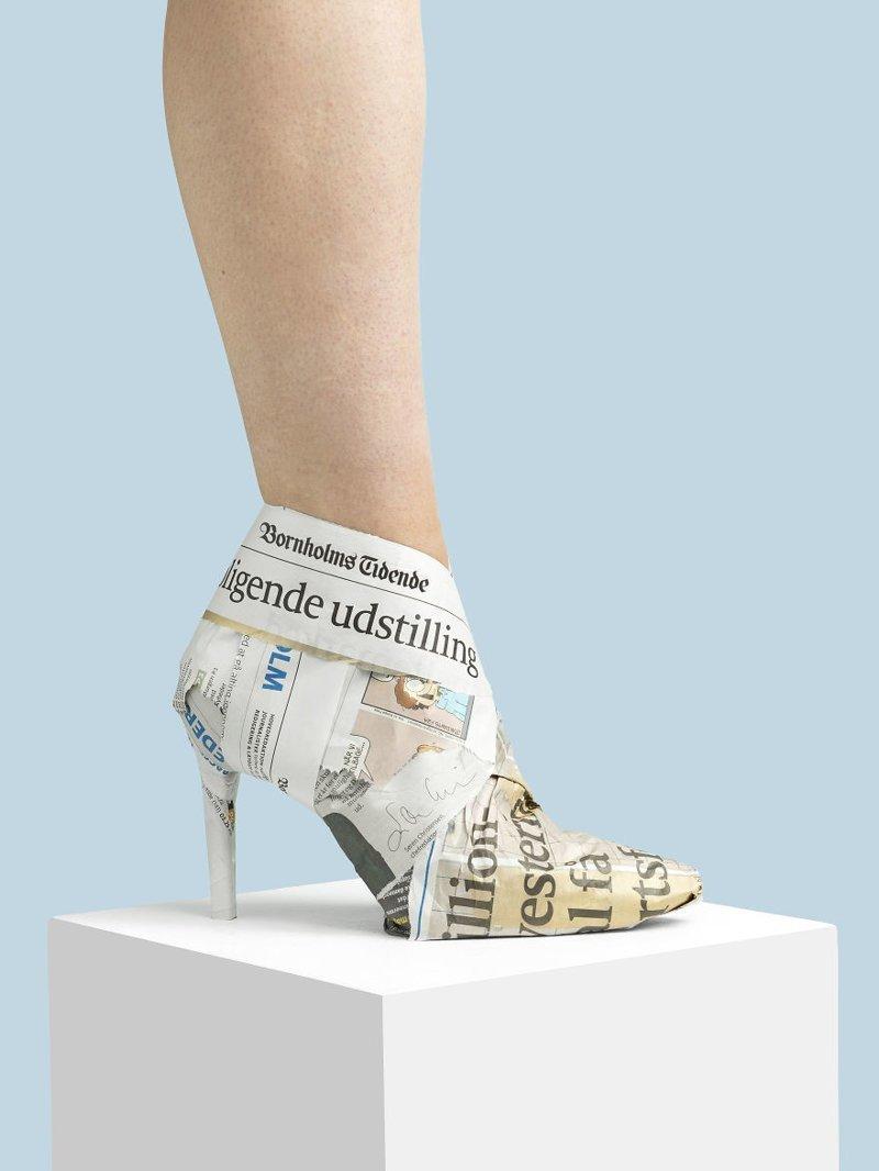 7. Газета art, дизайн, забавно, идеи, концепции, обувь, приколы, фотограф