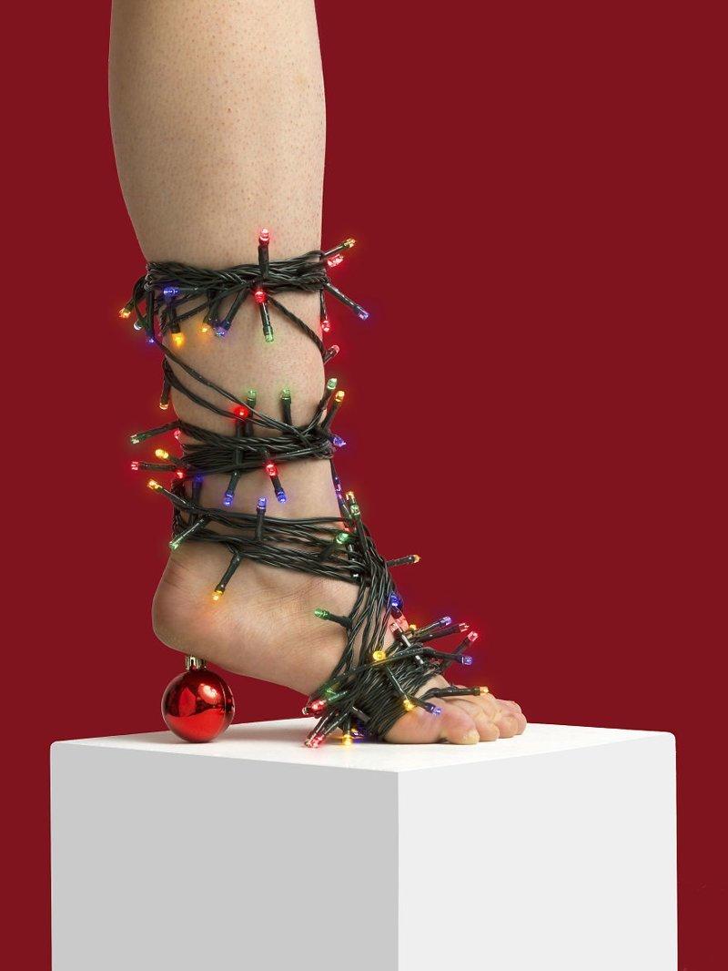 """27. """"А Новый год скоро?"""" art, дизайн, забавно, идеи, концепции, обувь, приколы, фотограф"""