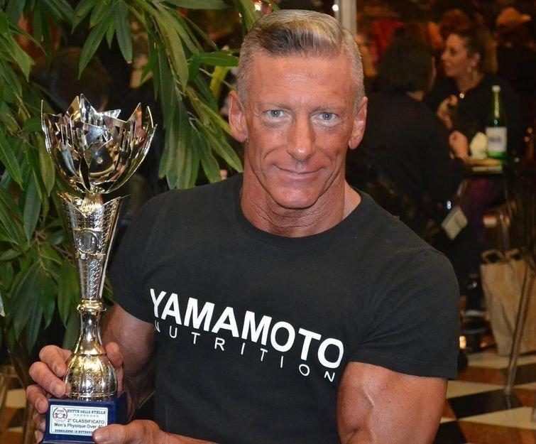 И как результат — он занял второе место, а его сын оказался на первом бодибилдер, внешность, качок, отец, спорт, сын