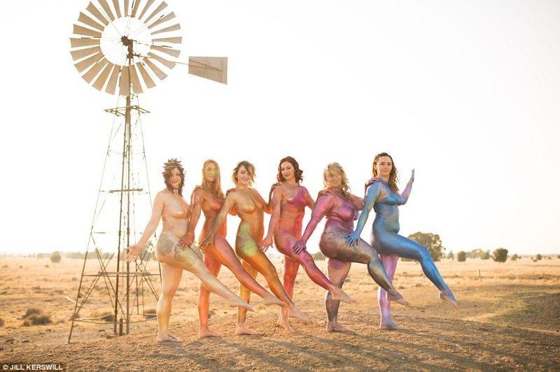 Очень жизнеутверждающе! австралия, блестки, бодипозитив, весело, глиттер, голые активистки, голые бабы, женское движение