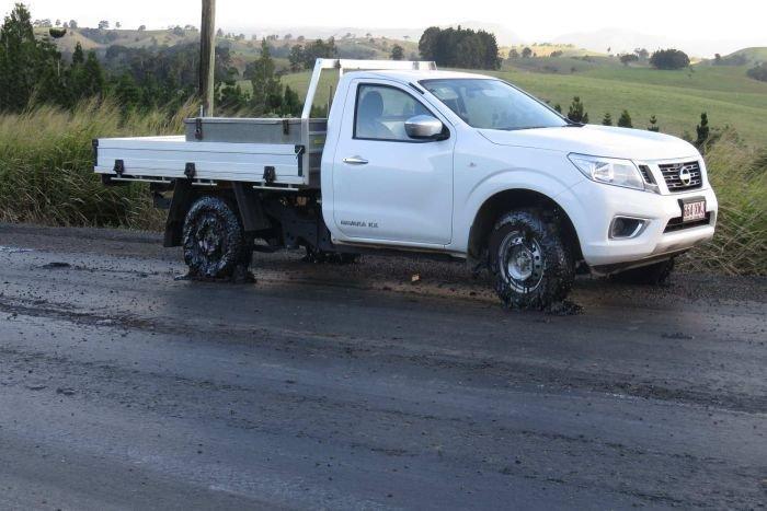 Липкий асфальт и застрявшие авто: в Австралию пришла настоящая зима Queensland, ynews, австралия, зима, трасса
