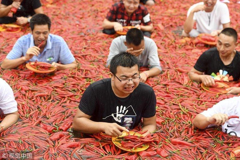В Китае состоялись сумасшедшие соревнования по поеданию острого перца интересное, китай, острота, перец, прикол, соревнования, туризм