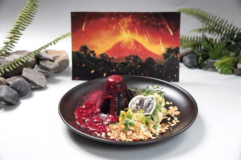 """Пудинг """"Вулкан"""" - сладкое извержение вулкана с ягодным соусом блюда, еда, кафе, кино, креатив, мир юрского периода, ресторан, япония"""