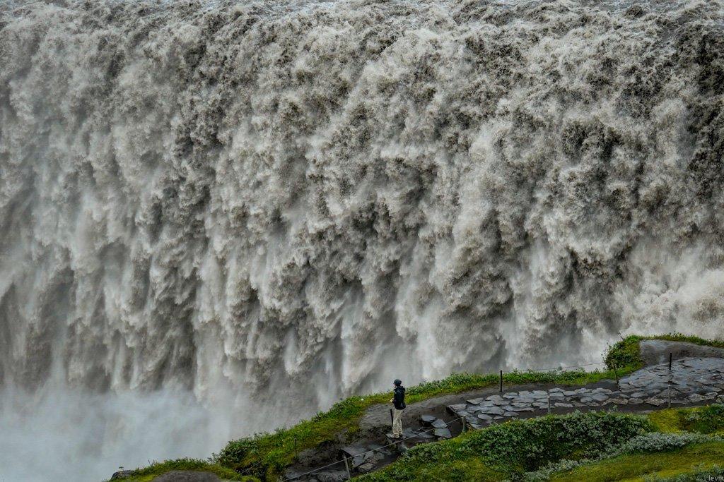 Водопад Деттифосс в Исландии является самым мощным водопадом в Европе.