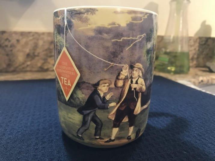 Чайная чашка с оригинальным держателем для пакетика забавно, интересно, необычно, редкости, рукотворные чудеса, странные вещи, удивительное рядом, чудеса природы