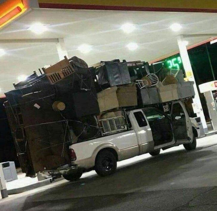 «Зачем заказывать грузовик, мы и сами всё перевезём…» плевать на всё, пофигисты, прикол, юмор