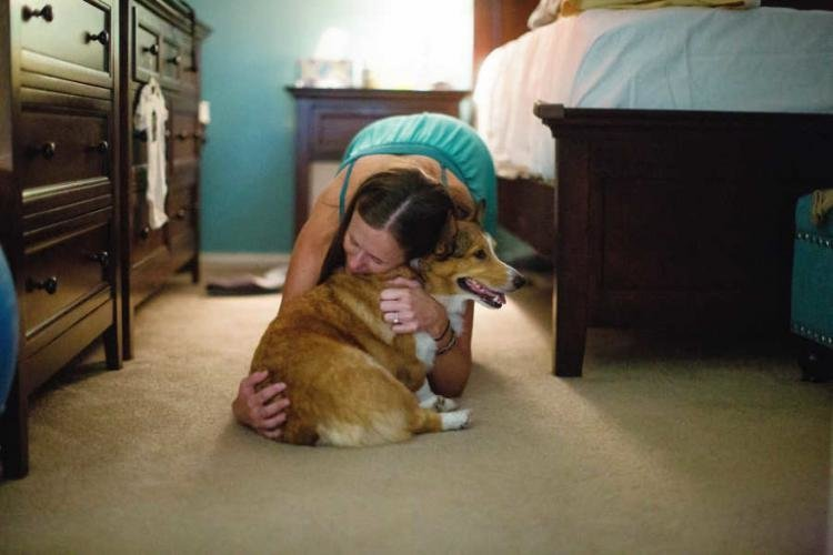Когда Брук Элингтон из Мидленда, штат Техас, рожала своего сына Бойда 2 года назад, ее верная собака породы вельш-корги по кличке Райдер была рядом с ней на протяжении всех родов, которые проходили дома дети, животные, история, корги, роды, семья, собака