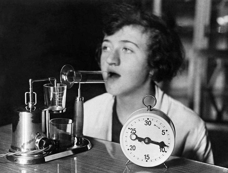 3. Ингалятор для лечения простуды, 1929 год изобретения, исторические фото, медицина, медицина прошлого, оборудование, рентгеновский аппарат, фото