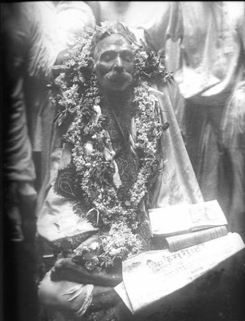Кремация Локмании Тилак, в позиции сидя кремировали только аристократов и святых  индия, интересное, история, личность, прошлое, событие, фотография, фотомир