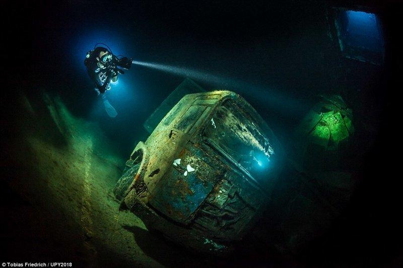 """Паром """"Зенобия"""" (затонувшее у берегов Кипра шведское грузовое судно), Тобиас Фридрих конкурс, красиво, лучшее, подборка, подводные снимки, подводные фото, фото, фотографы"""