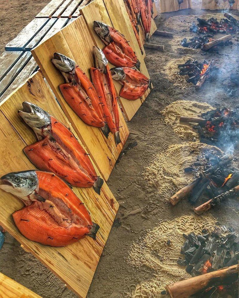 25 «вкусных» фотографий, после которых хочется бросить всё и уехать на природу готовим на открытом огне, готовим на природе, кухня на природе, шашлыки