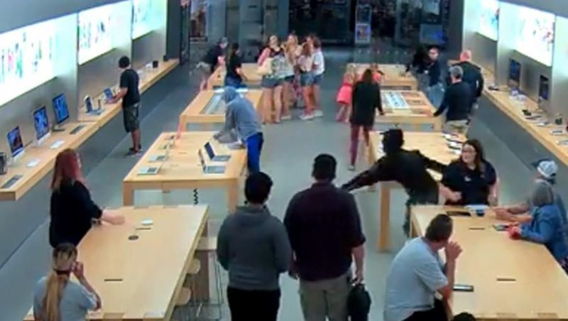 Техничное ограбление магазина Apple за 30 секунд: видео FRESNO, apple, california, iphone, ynews, нападение, ограбление