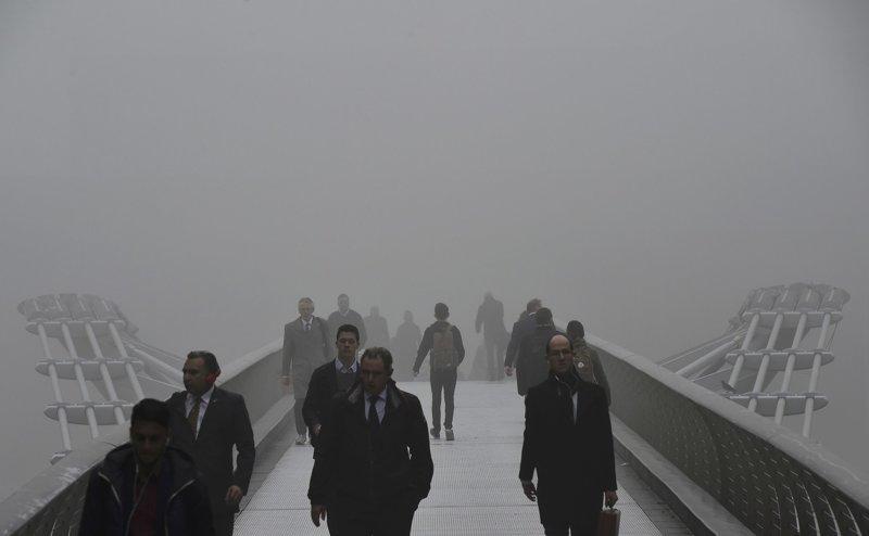 Фото тумана, который окружает мост Миллениум, 2015 англия, лондон, погода, туман, туман-убийца, фото