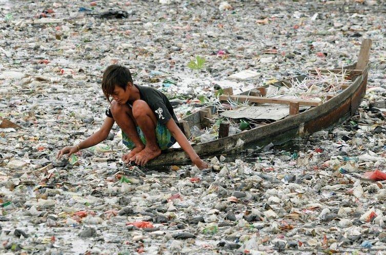 2. Стоит только присмотреться.. Каждый год в мировой океан попадает 8 млн тонн пластикового мусора, что наносит огромный вред океанической флоре и фауне. в интернете, впечатляет, необъяснимое, неожиданно, подборка, редкие фото, странные фото, фото