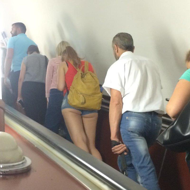 Метрополитен - это то место, где концентрация девушек в коротких шортах просто зашкаливает девушки, красота, лето, россия, тепло, шорты