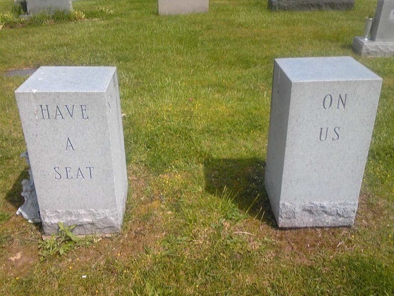 А у этой парочки с чувством юмора все замечательно гроб, кладбище, мертвец, могила, прикол, смерть, юмор
