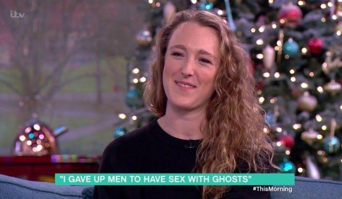 Британский медиум отказалась от отношений с мужчинами ради секса с привидениями духи, и такое бывает, медиум, ничего себе, потусторонние силы, привидение, призраки, спиритизм