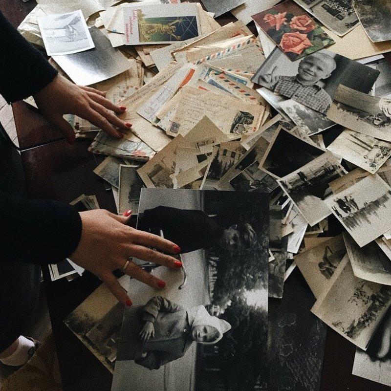 Новые владельцы питерской квартиры устроили выставку вещей прежних хозяев ynews, СПб, СкоропридуГаля, выставка, память, фотоархивы, чтобы помнили