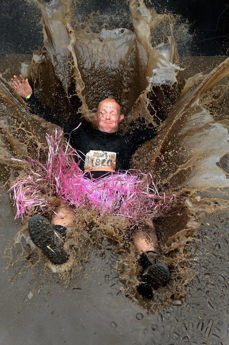 Участник соревнования Tough Mudder, Шотландия  кадр, момент, ракурс, событие, фотография, фотомир, явление