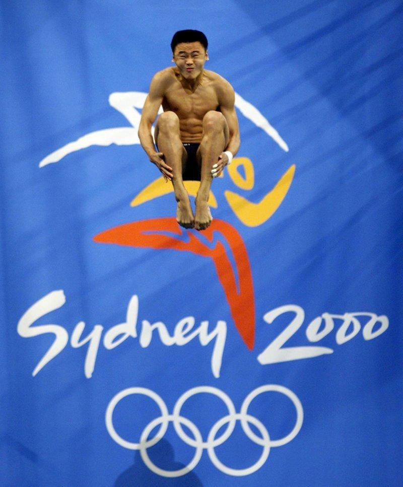 Прыжок китайского спортсмена Ху Цзя, летние Олимпийские игры 2000, Сидней, Австралия  кадр, момент, ракурс, событие, фотография, фотомир, явление