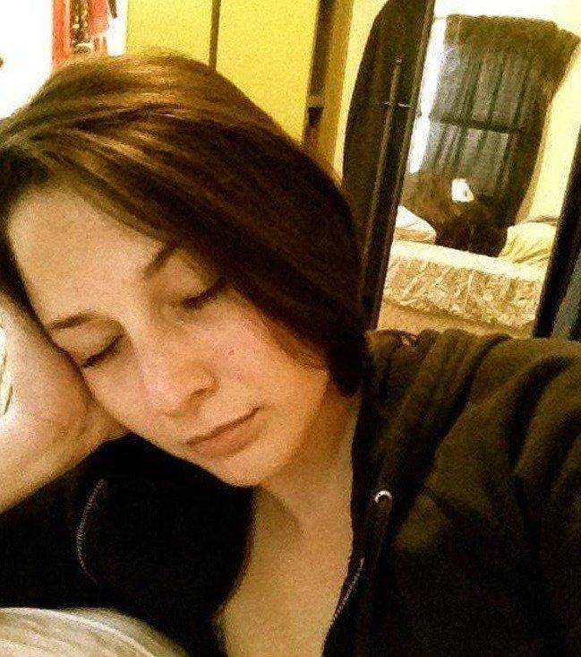 8. Красивая, одинокая и не особо внимательная девушка. Веселые, зеркало, мелочь, нелепость, фейк, фото