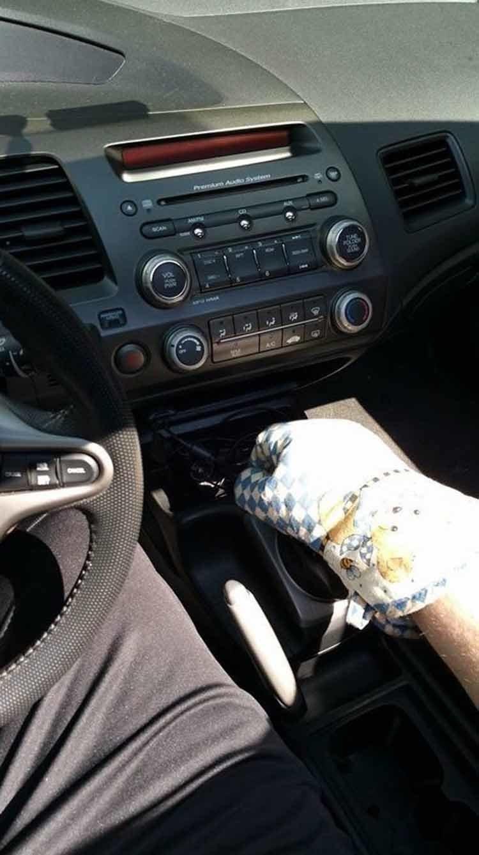 15. Гениальная защита от ожогов внутри  раскаленного автомобиля. жара, зной, лето, неприятности, нытье, фото
