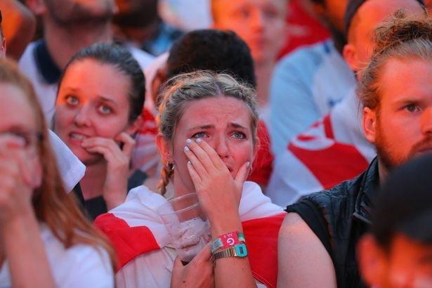 Фотографы запечатлели горечь поражения сборной Англии на лицах футбольных фанатов англия, болельщики, спорт, фанаты, футбол, хорватия, чемпионат мира