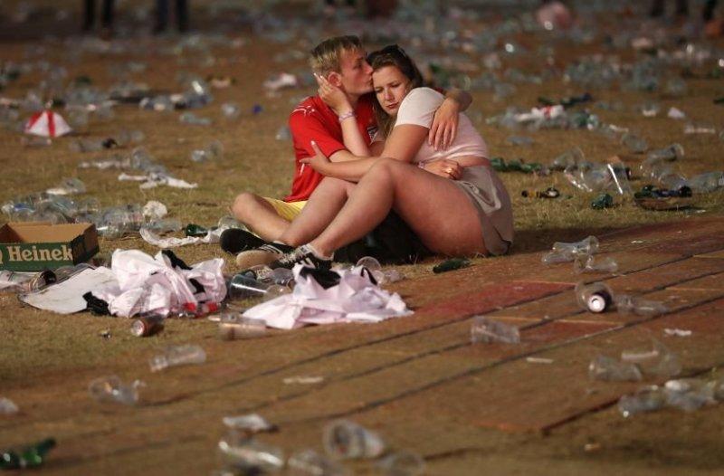 В лондонском Гайд-парке и других местах по всей Великобритании, где болельщики смотрели футбол, после окончания матча остались кучи мусора, посреди которых валялись нетрезвые фанаты англия, болельщики, спорт, фанаты, футбол, хорватия, чемпионат мира
