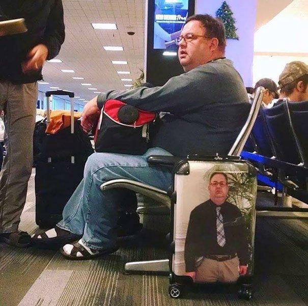 Этот чемодан не потеряется! аэропорт, аэрошутки, багаж, забавно, забавные пассажиры, зал ожидания, смешно, юмор