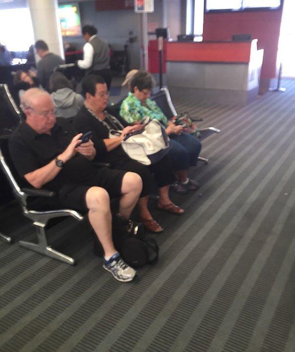Поколение гаджетов аэропорт, аэрошутки, багаж, забавно, забавные пассажиры, зал ожидания, смешно, юмор