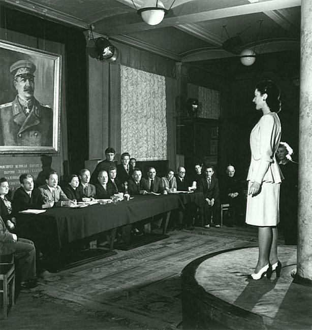 Комиссия по приёму новых моделей одежды. 1947 СССР, история, фотографии в цвете