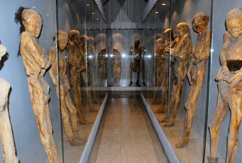 11. Музей мумий в мексиканском городе Гуанахуато. Здесь представлено около 100 мумий, которые образовались естественным путем на местном кладбище из-за сухой почвы. Жуткие фото, жутко, интересно, исторические фото, история, необъяснимое, редкие фото, фото