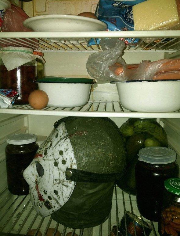 А что вы храните в своём холодильнике в пятницу 13-го? friday, Пятница 13-е, мемы, прикол, пятница, ужастиков пост, юмор