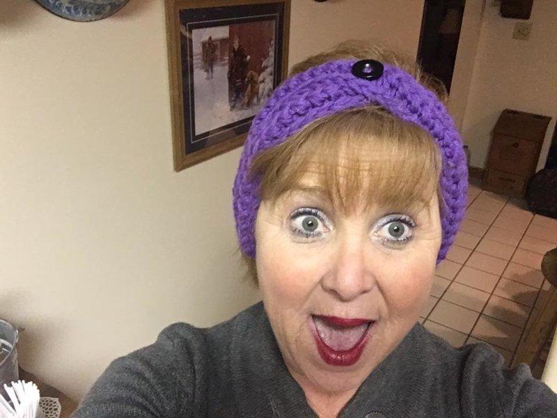 Вы умеете складывать простыни? Веселая бабушка покажет самый нелепый способ #toodaloo, Terri Metz, Лайфхак, Фабрика идей, видеоблогер, наглядное пособие, смешно