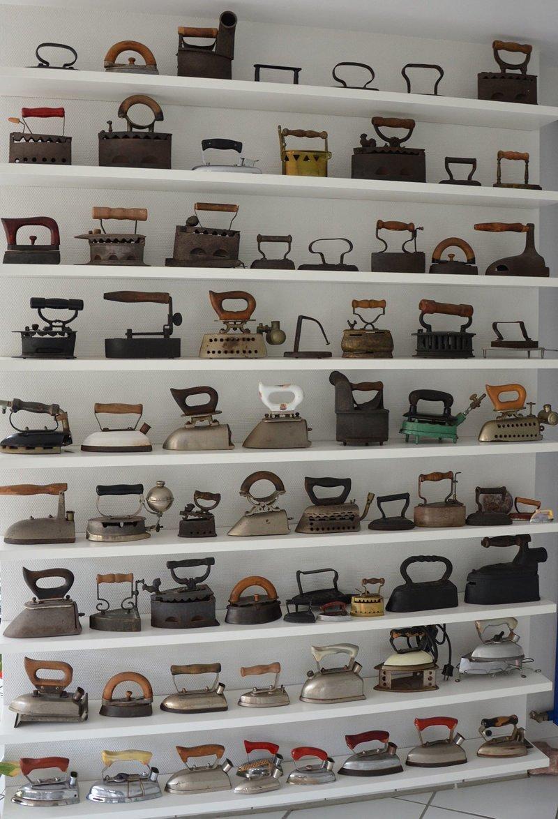 12. В конце концов коллекция утюгов сама может стать декором в квартире идеи, интересно, мастер на все руки, новая жизнь старых вещей, очумелые ручки, старые вещи, утюг, фото