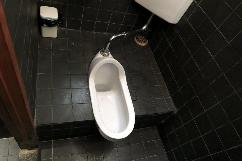 Китайцы создали туалет «Криштиану Роналду» и искусственную грудь «Бекхэм» ynews, видео, интересное, китай, товары, фото, чм-2018, юмор