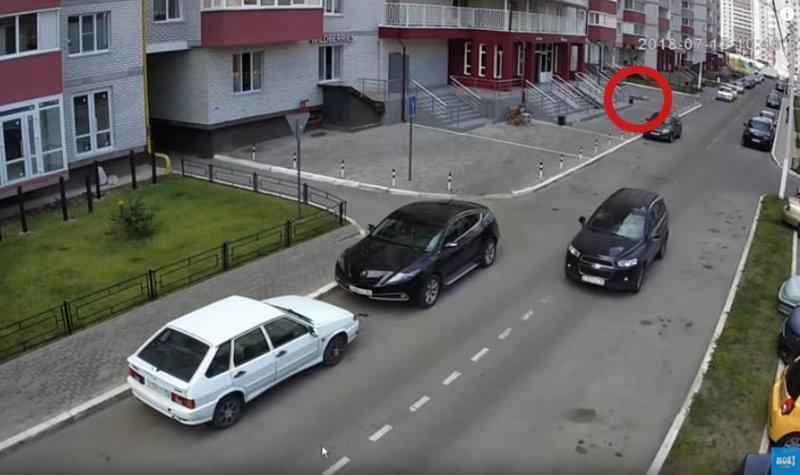 Камера зафиксировала, как воронежец падает с 25 этажа: видео видео, воронеж, высотка, камера, наблюдение, падение, трагедия